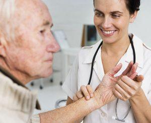 מטפלת בקשישים / מטפלת סיעודית
